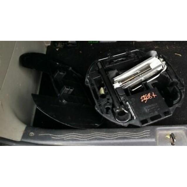 Bordwerkzeug Wagenheber Radschlüssel Öse Renault Modus Batz 8200225839C